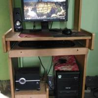 Full Desktop Computer With Table