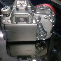 canon 80d body with assessoriese